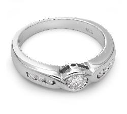 "Помолвочное кольцо с бриллиантами ""Объятная 8"""