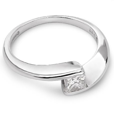 """Помолвочное кольцо с алмазом """"В объятиях любви 9"""""""