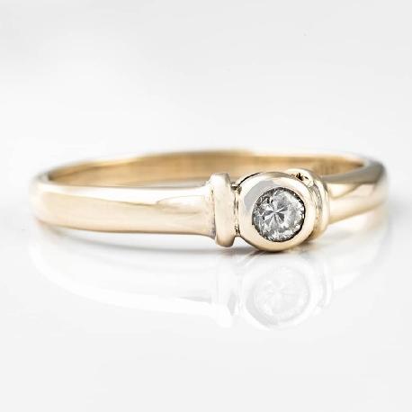 """Золотое кольцо с бриллиантом """"Объятная 5"""""""